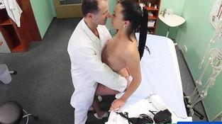 Порно медсестрички скрытой камерой