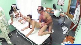 Порно ролики подглядывание медсестёр фото 540-583