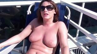Порно самые красивые сиськи показывают на улице