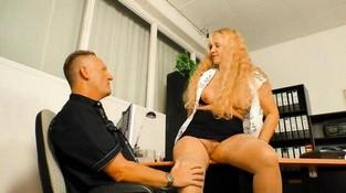 roliki-seks-v-ofise