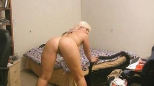 смотреть порно ролики блондинка перед вебкой фото
