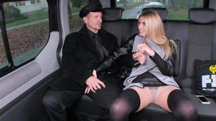Порнуху блондинка в машине эротические фото лицо