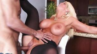 porno-seks-bolshie-siski-popki-porno-roliki-razdrochennih-zrelih