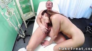 Порно ролики подглядывание медсестёр фото 540-885